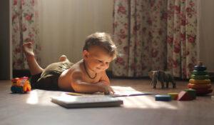 bambino lettore